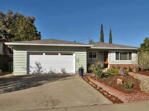 Tanbark or mulch in front of a San Jose home