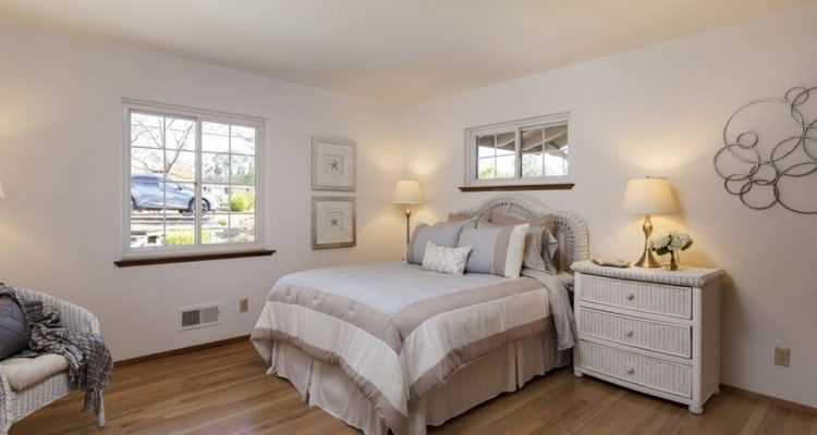 Front left bedroom - lovely hardwood floors