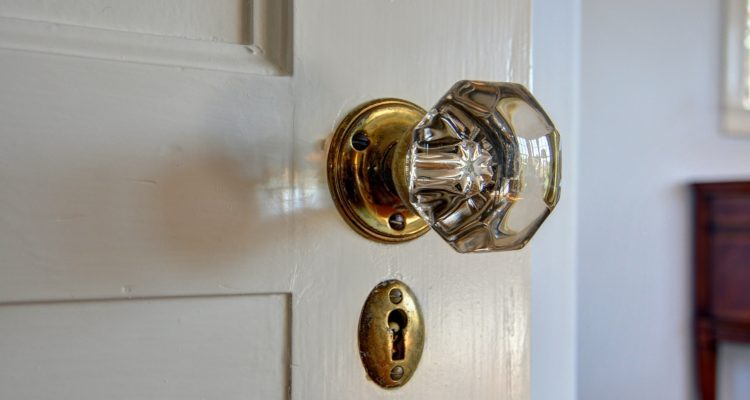 034 Naglee Park Doorknob Keyhole 750x400 - Naglee Park Neighborhood