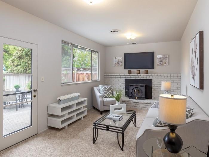 Family Room at 4843 Englwood Drive San Jose CA 95129